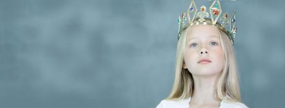 девочка с короной