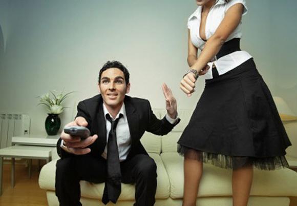 Жена получает удовольствие с мужем и его другом