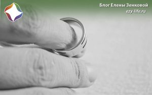 кольцо в руке
