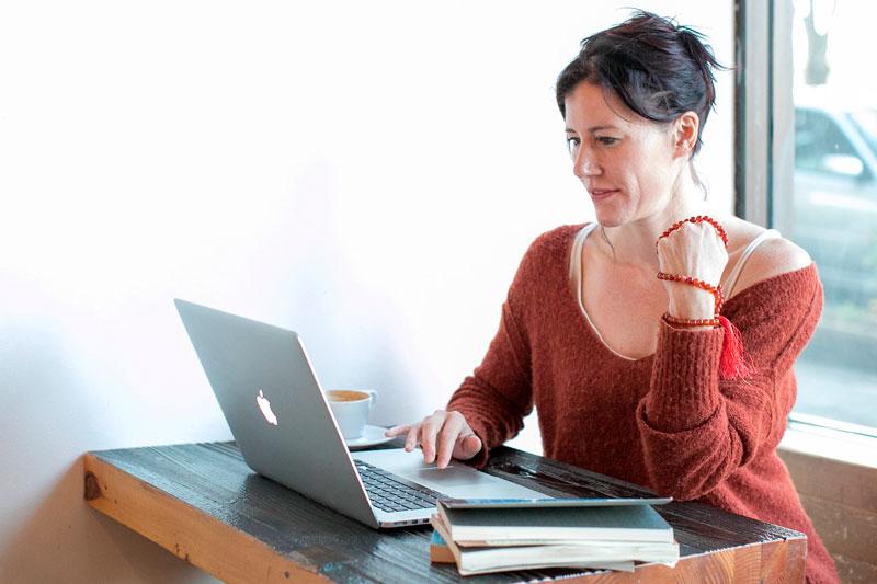 Как познакомиться с девушкой в интернете — советы психолога