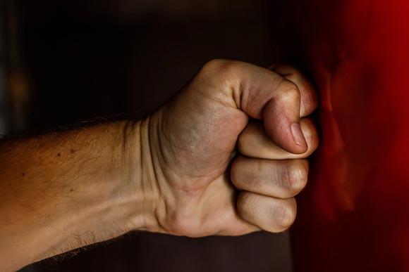 Есть ли шанс скорректировать поведение супруга, если он вас ударил