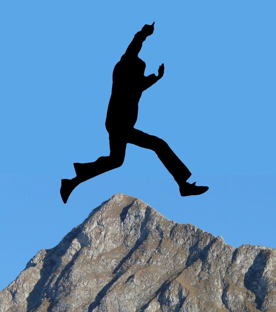 человек прыгает
