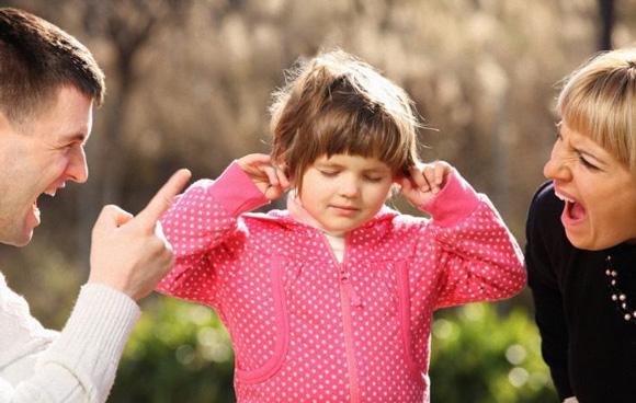 Не знаете как остановить истерику у ребенка? Эта статья поможет вам стать гуру в этом вопросе