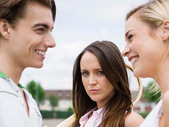 Как перестать изводить себя если парень общается с бывшей, а в каких случаях стоит бить тревогу