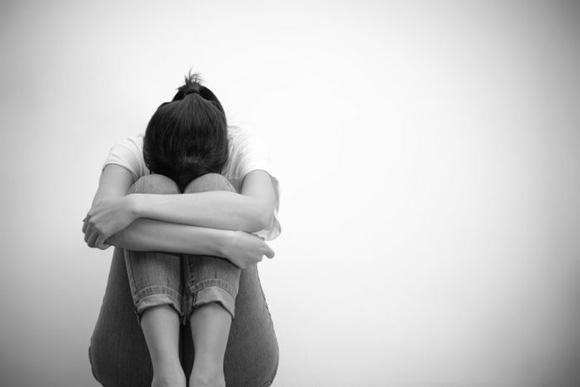 Каких слов и действий избегать мужчине, когда необходимо успокоить девушку