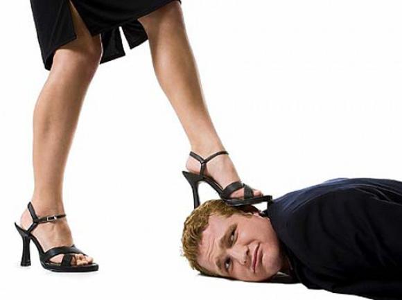 мужчина под каблуком