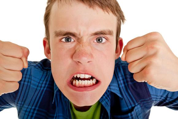 4 рекомендации для родителей, которые облегчат общение с их агрессивно настроенным ребенком